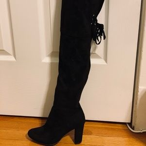 Knee high black boots with tassle